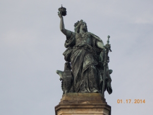 Germania holds the recovered crown of the emperor in the right hand and in the left the Imperial Sword.